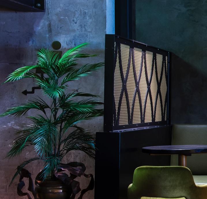 deep blue polished plaster wall in melbourne bar diesel bar