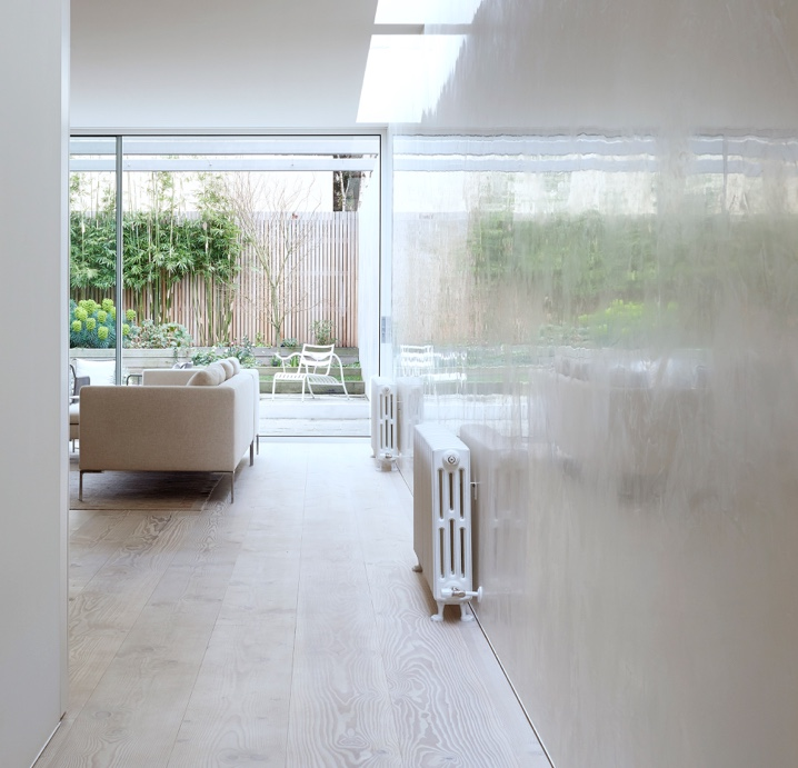 Highly reflective polished plaster wall at private residence